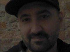 Escorte Ieftine: Barbat 30 ani